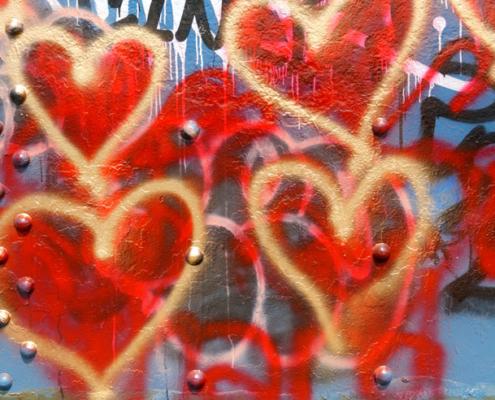 Lovable Media Spray Gold Hearts